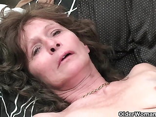 Granny approximately saggy boobs plus hairy pussy masturbates