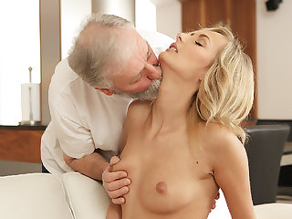 OLD4K. Grey-haired dad added to his 18yo girl blondie hair babe wife make...