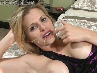 Beautiful Mom Blond Hair Cory Track Porn Video