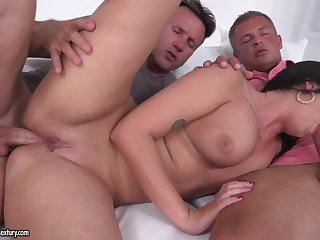 Loren Minardi enjoys threeway sex team of two of South African private limited company