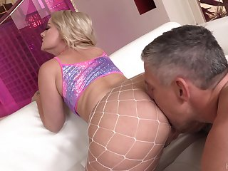 Super duper big racked beauteous cowgirl Lisey Sweet enjoys abiding anal turtle-dove