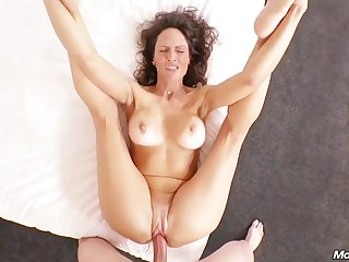 Orgasmic Married mom Offers First Time Tuchis Fucking