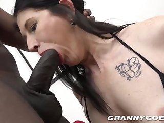 Mommy Whore Gives Buff And Rides Big Hyacinthine Penis