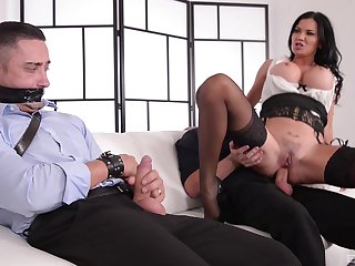 Kinky MILF Jasmine Jae ties up a guy and rides him at the date